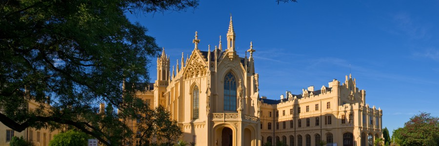 Discover amazing chateaux complex in Palava Guide!